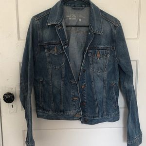 Classic Gap fitted jean jacket